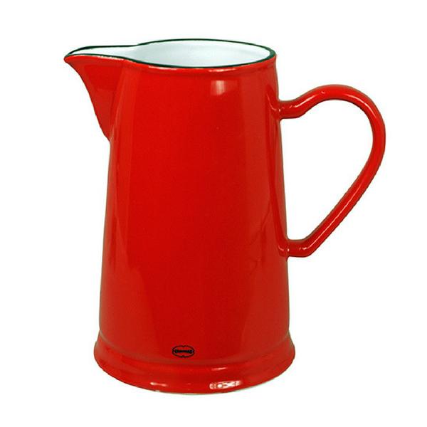 Keraamiline punane kann mahutab 1,6 l. Kõrgus 22 cm, D 14,2 cm. Cabanazi keraamilised retronõud on inspireeritud vintage emailnõudest.